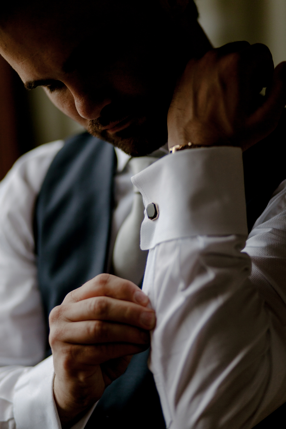 Groom getting ready - Romantic Elopement in Tuscany - Laura Bravi Events