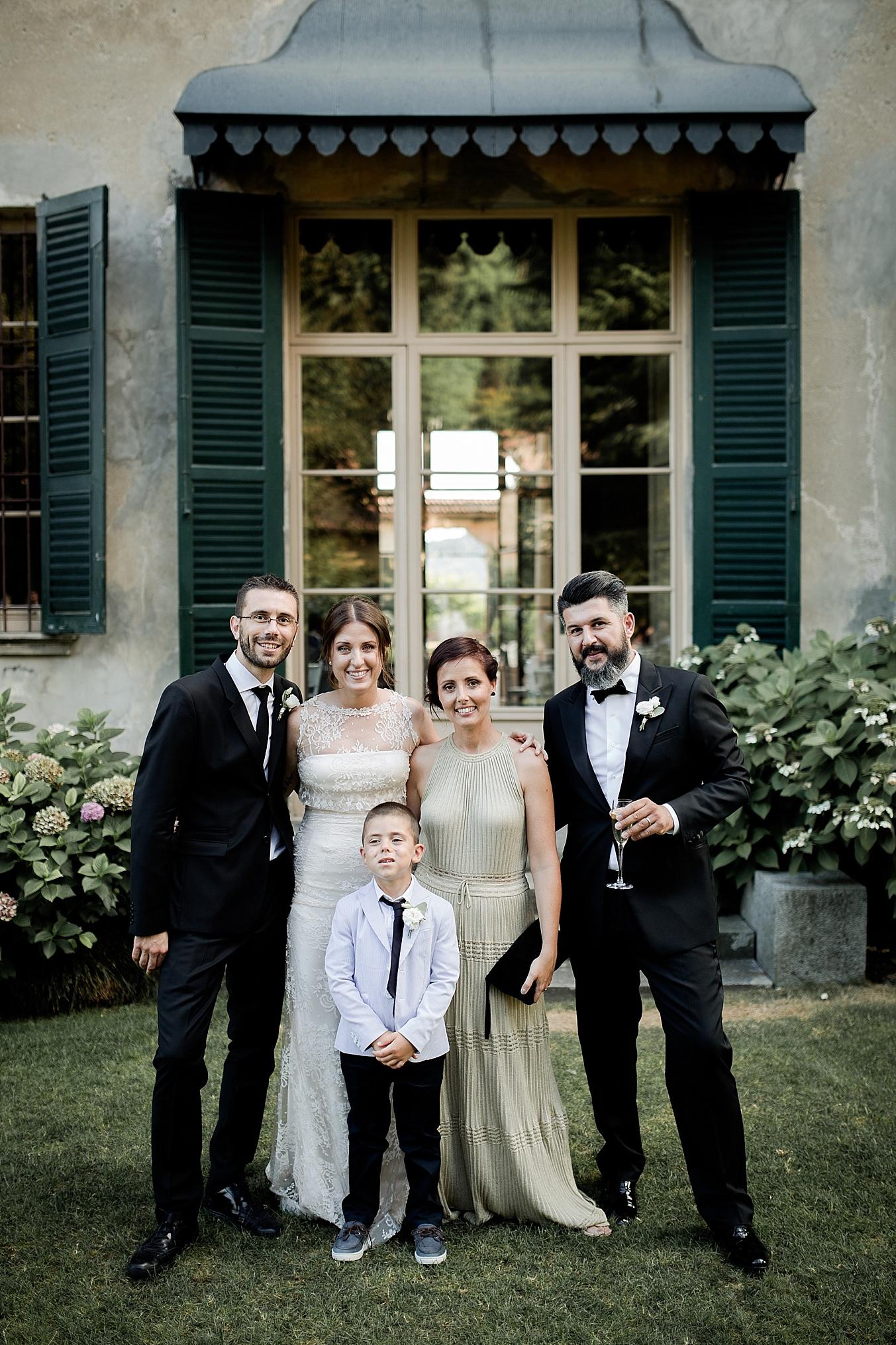 chic elegant wedding Italy family portrait
