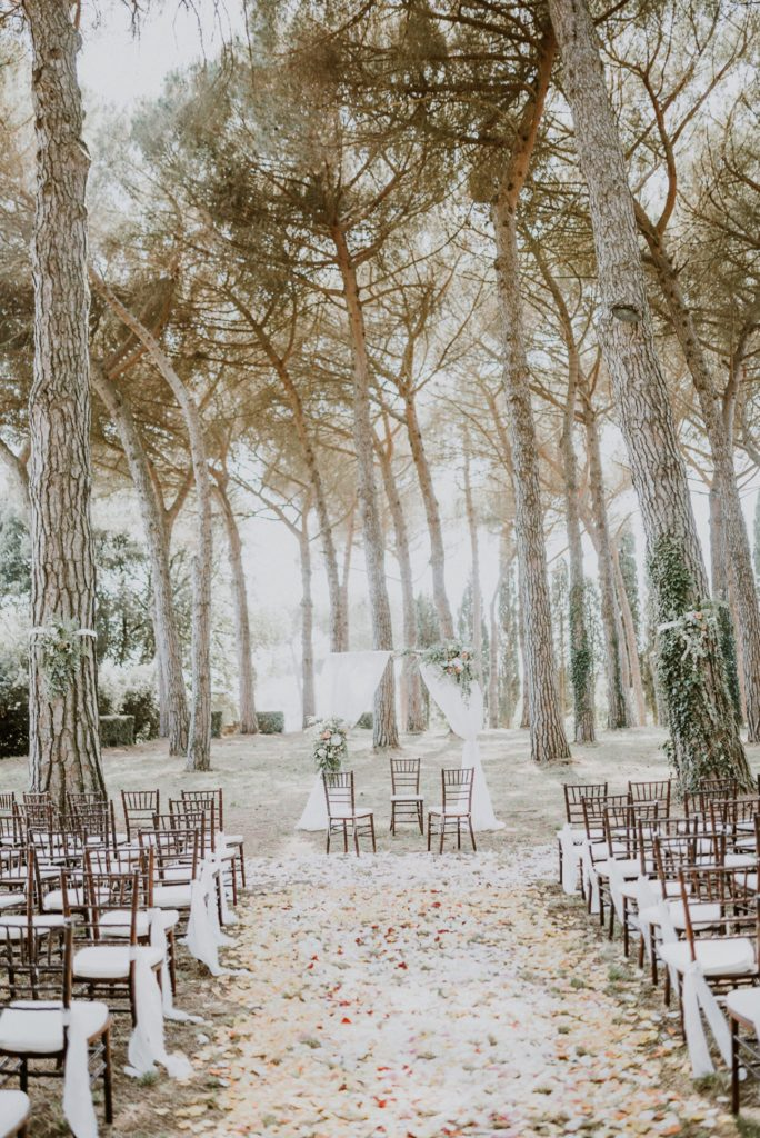 ceremony in the woods - buddhist wedding in Italy