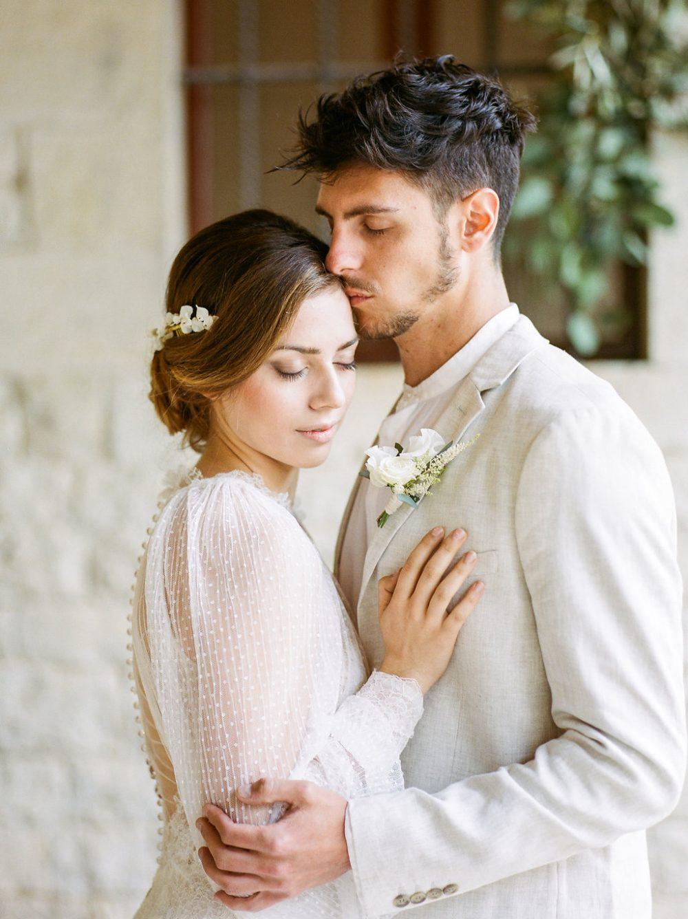 bride and groom Tuscany romantic portrait