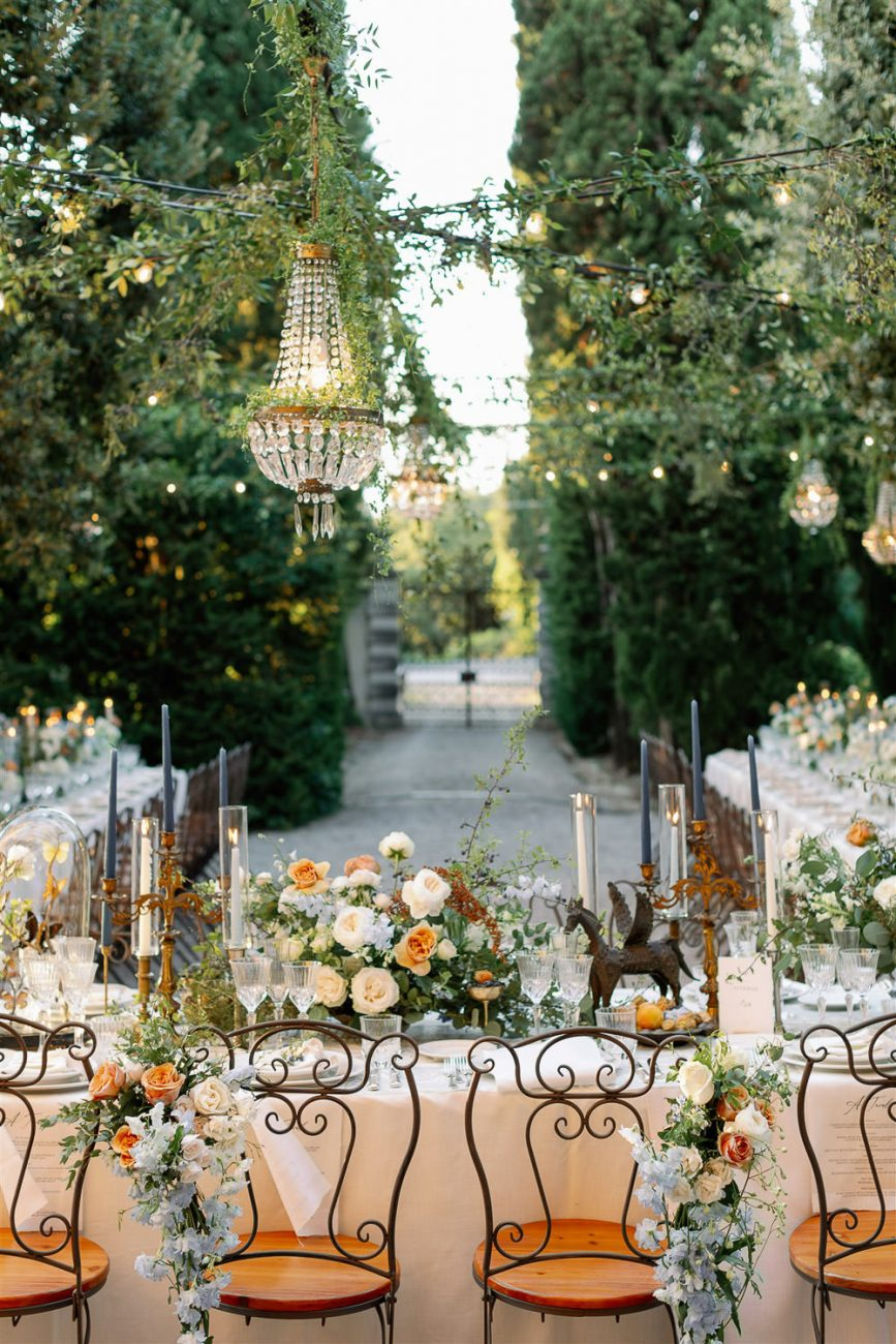 Wedding tables at La Foce by Cinzia Bruschini Laura Bravi Events BiancoAntico Nina e i Fiori