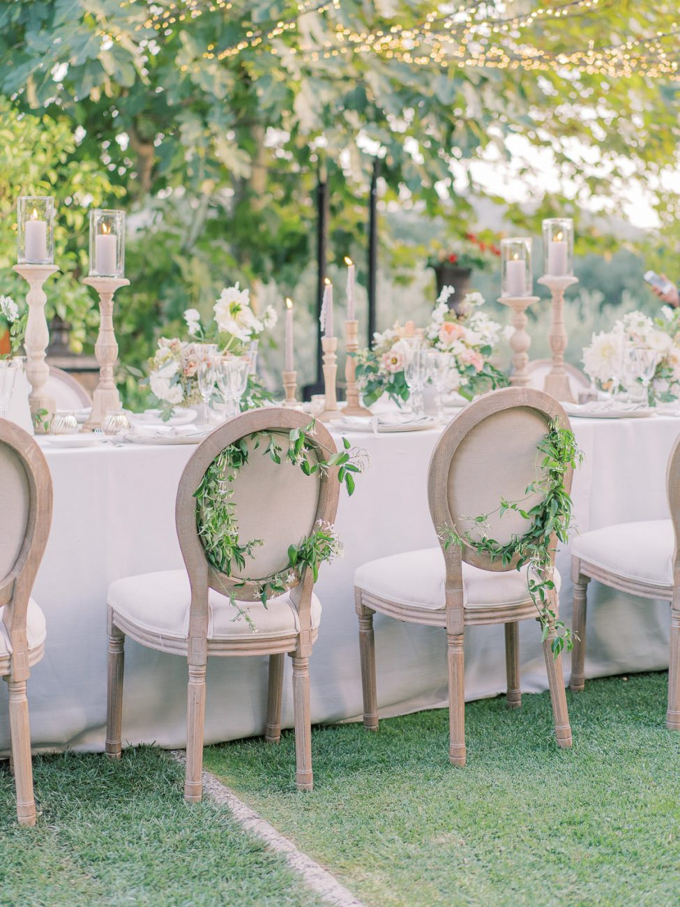 wedding-tablesetting-borgo-santo-pietro-corbin-gurkin-LauraBraviEvents-La-RosaCaninaFirenze-decorated chairs